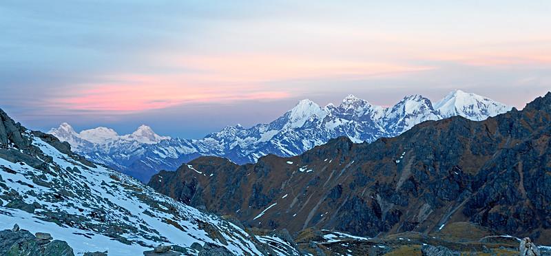 The Himalayas. Sunrise at Laurebina La Pass - Nepal / Заря на перевале Лауребина Ла - Непал