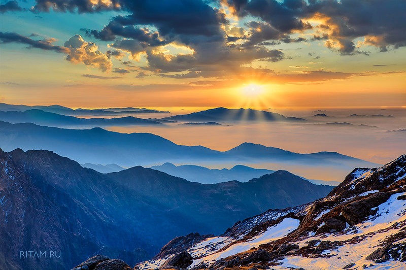 The Himalayas. Dawn at Laurebina La Pass - Nepal / Гималаи. Заря на перевале Лауребина Ла - Непал