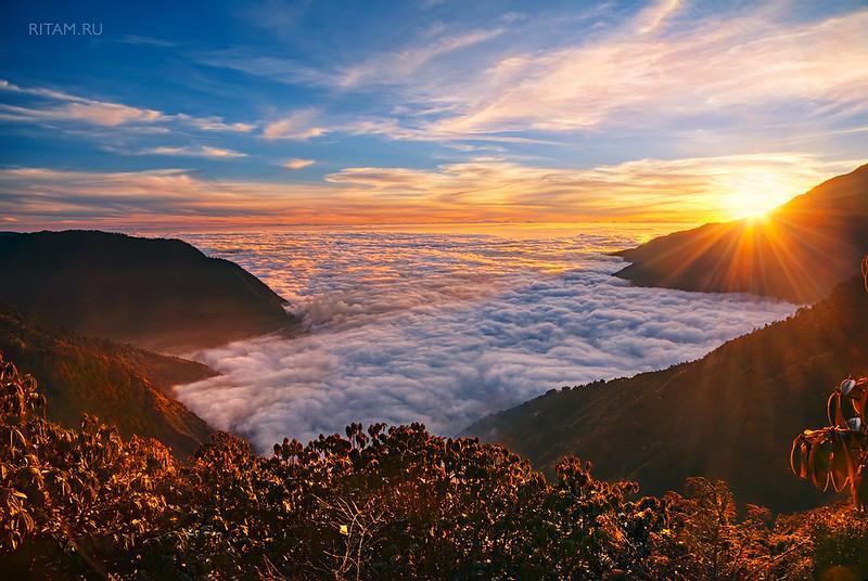 The Himalayas - Above the Cloud Sea / Гималаи - Над морем облаков