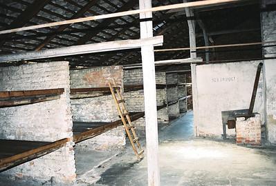 "Takhle ""bydleli"" vězni v Birkenau."