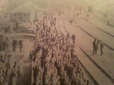 Crowd Awaits FDR Train (Oakdale, TN - unknown date))