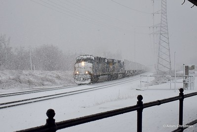CSX Q032 on this snowy afternoon at Bound Brook, NJ. (March 11, 2018)