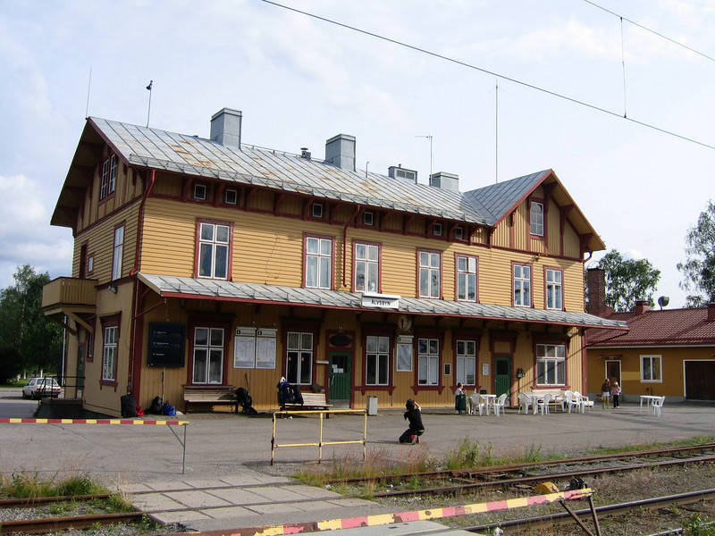 Älvsbyn seems to be in the middle of nowhere, as the following pictures may show. The train was 2-1/2 hours late.