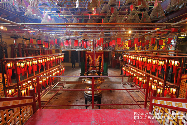 Inside the temple @ Man Mo Temple Complex