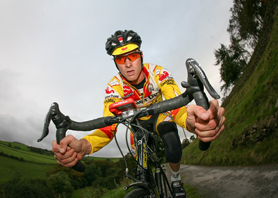David Millar of Saunier Duval, training during winter in the Peak District, UK