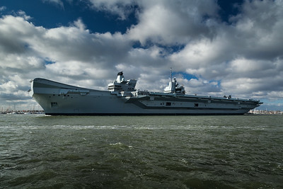 HMS Queen Elizabeth leaving Portsmouth (4)