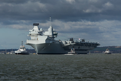 HMS Queen Elizabeth leaving Portsmouth (3)