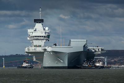 HMS Queen Elizabeth leaving Portsmouth (1)