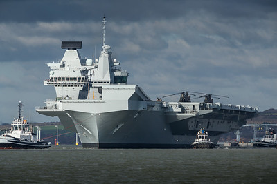 HMS Queen Elizabeth leaving Portsmouth (2)