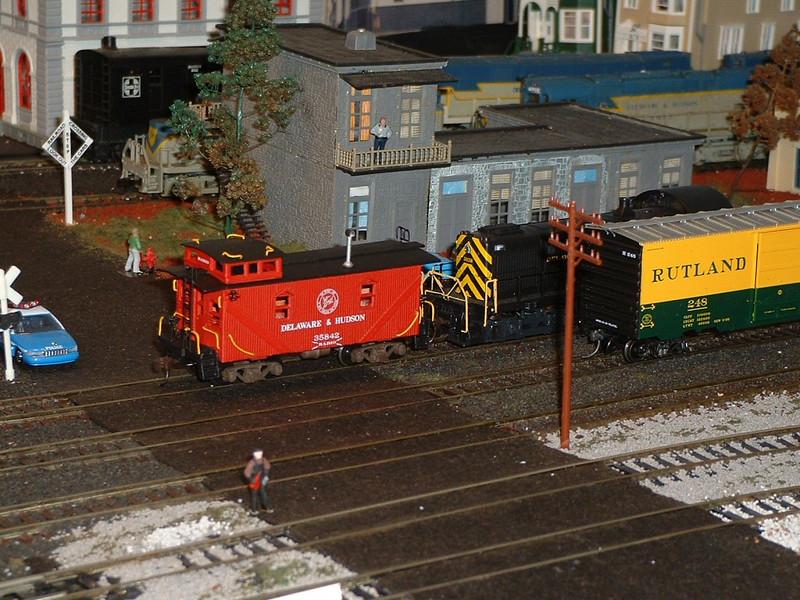 Yardmaster, D&H Caboose 35842, & D&H Engine 4038