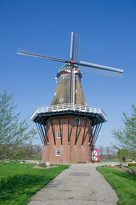 DUCH WINDMILL FRONT VIEW