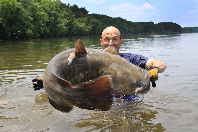 Lincoln Sadler on the Pee Dee, Grabblin'/ Noodlin' / Hillbilly Hand Fishin'
