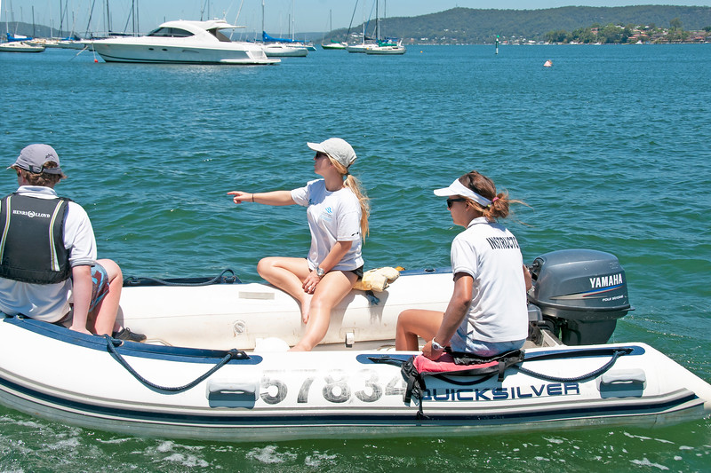 Gosford, Australia - January 1, 2014: Children sailing. Editoria