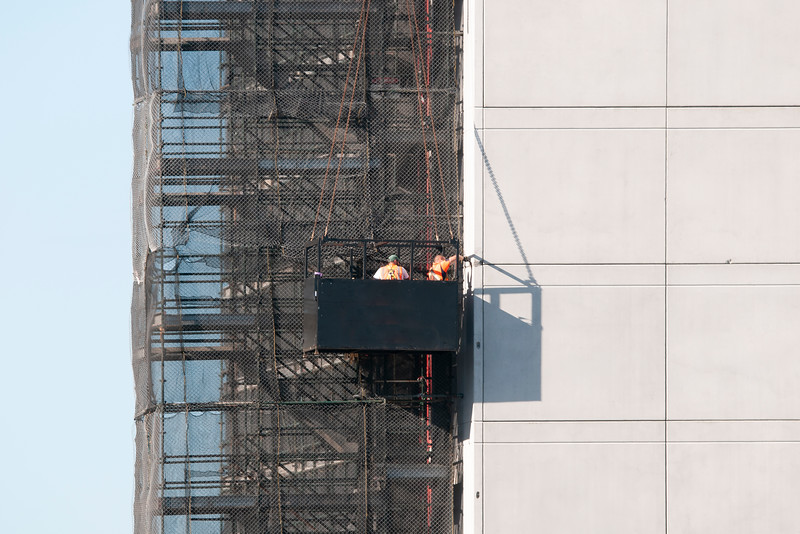 Workers in a Man Cage on the new Multistory Unit building under construction at 277 Mann St. Gosford. February 25, 2020.