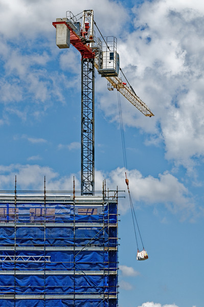 Crane Loading supplies. ne150. At 47 Beane St. Gosford. November 2018.