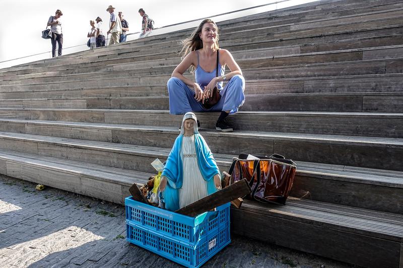 Vandaag op de trappen van het EYE, Amsterdam  2017-06--21, foto Emmy Scheele
