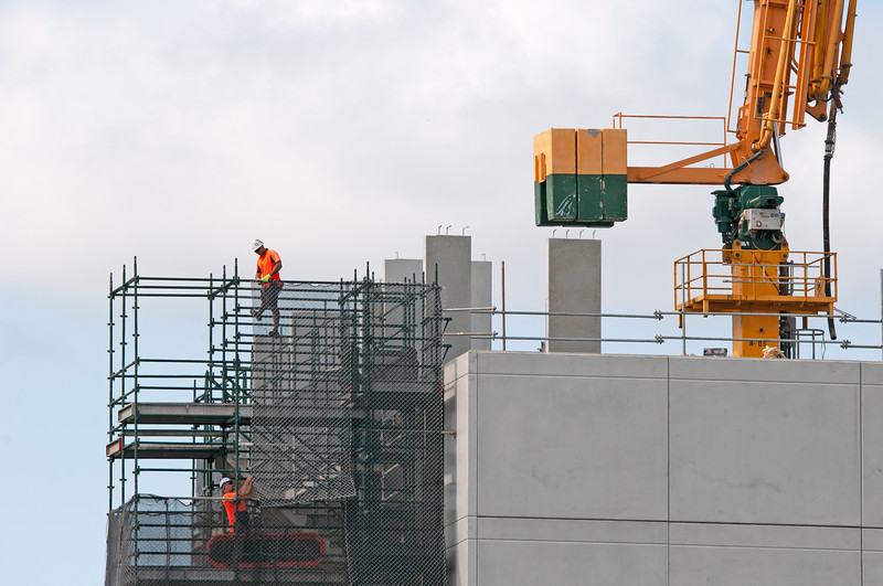 Workers erecting scaffolding on the new Multistory Unit building under construction at 277 Mann St. Gosford. December 17, 2019