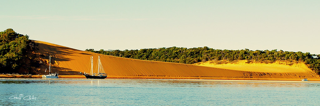 Island Beach. Art photo digital download and wallpaper screensaver. DIY Print.