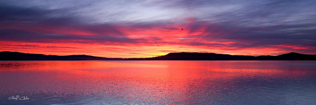 Crimson Sunrise wallpaper screensaver and photo download. DIY Print.