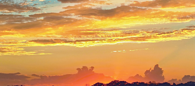 Sunset with yellow glow and crimson highliting