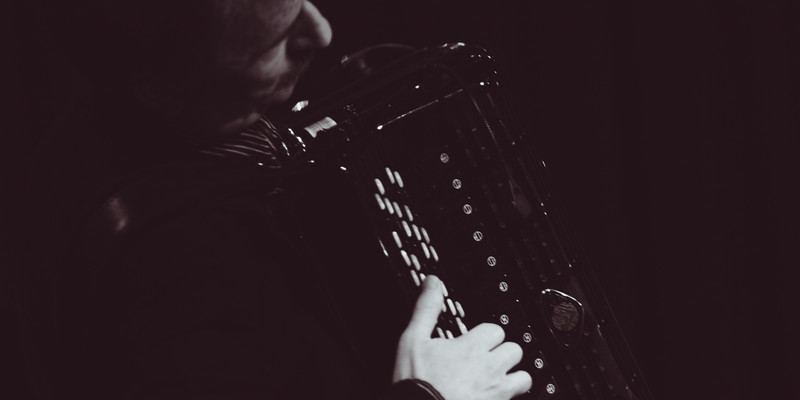 XALMA DE ARRABAL -- Russian Accordionist, Valeri Funkner