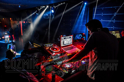 DJ Earic playing through last call