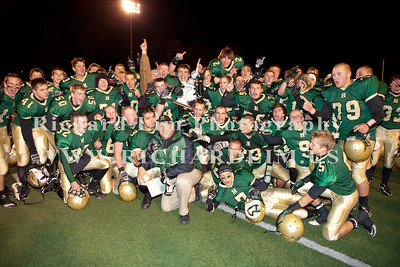 HHS-V-HOLT-playoff-2010-0275
