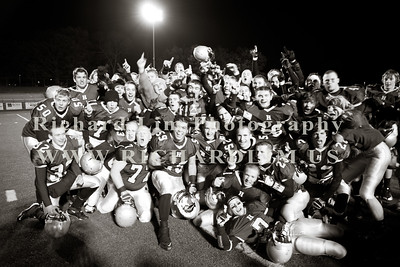 HHS-V-HOLT-playoff-2010-0260