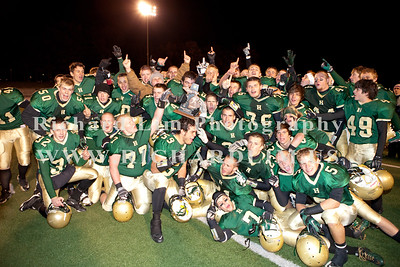 HHS-V-HOLT-playoff-2010-0270