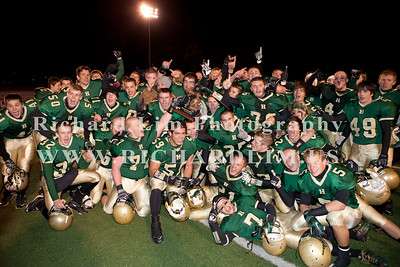 HHS-V-HOLT-playoff-2010-0271