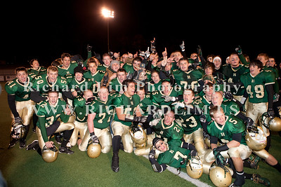 HHS-V-HOLT-playoff-2010-0274