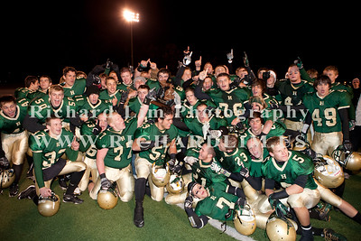 HHS-V-HOLT-playoff-2010-0273