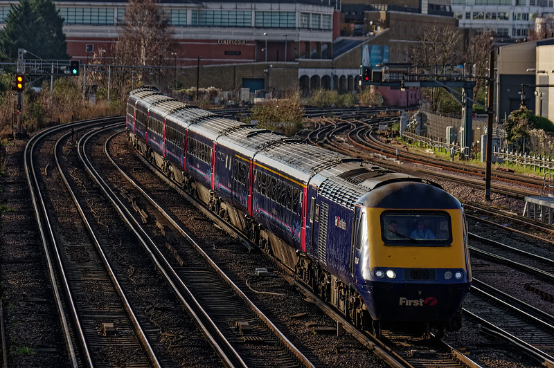 43004 / 43143 heading away from Wimbledon with 1Y09, <br /> the 08:30 Bristol Temple Meads - Waterloo, on 28th December 2015.