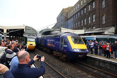 43009+43185 on 1W08 1822 Paddington to Hereford next to 43198+43002 on 1C26 1830 Paddington to Taunton departs Paddington on 18th May 2019