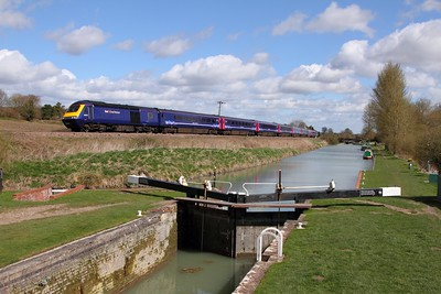 43021+43015 on the 1C79 1106 Paddington to Plymouth at Crofton on the 11th April 2015