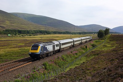 43125 leads 43126 on 1H13 1333 Edinburgh to Inverness at Wade Bridge, Dalwhinnie on 10 August 2020