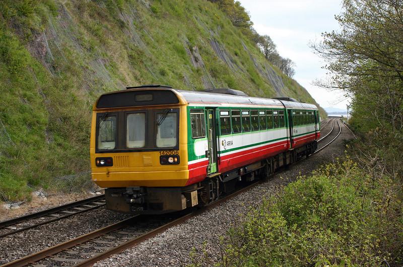 142006, Gloucester-Cardiff Central, Gatcombe, near Lydney, 19-4-05.