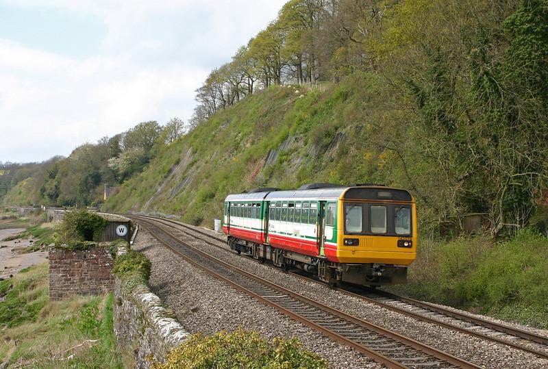 142076, Cardiff Central-Gloucester, Gatcombe, near Lydney, 19-4-05.