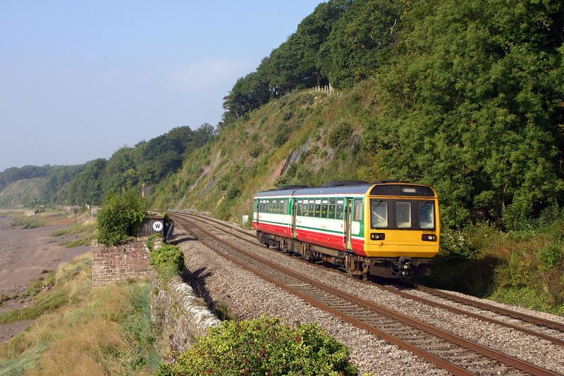 142085, Cardiff Central-Gloucester, Gatcombe, near Lydney, 9-9-04.