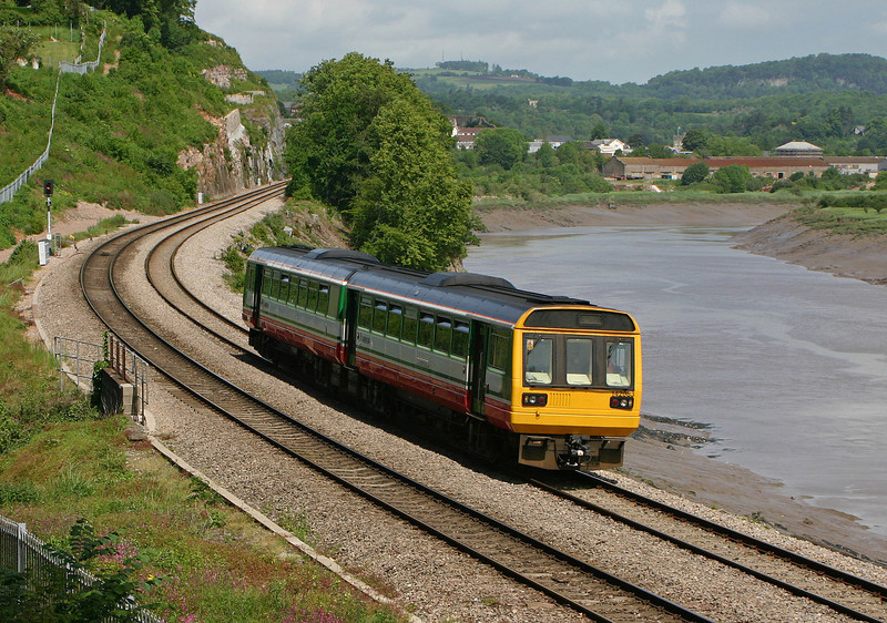 142083, Gloucester-Cardiff Central, Bulwark, Chepstow, 29-5-04.