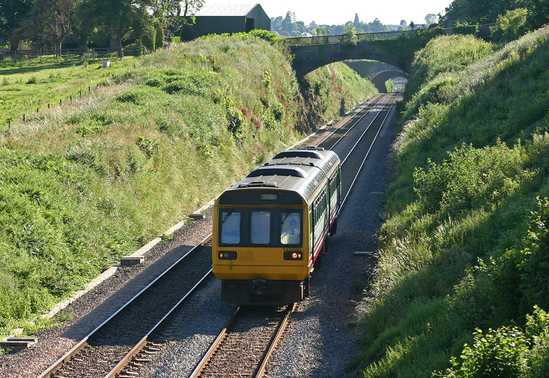 142080, Cardiff Central-Gloucester, Tidenham, near Lydney, 22-6-05.