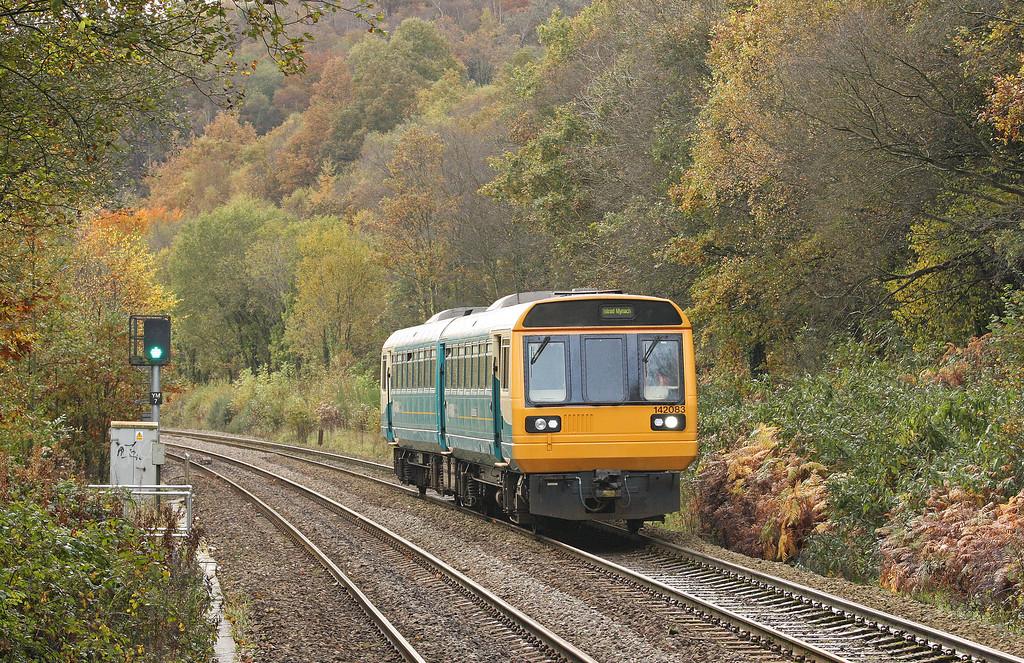 142083, northbound, Llanbradach, near Caerphilly, 30-10-12.