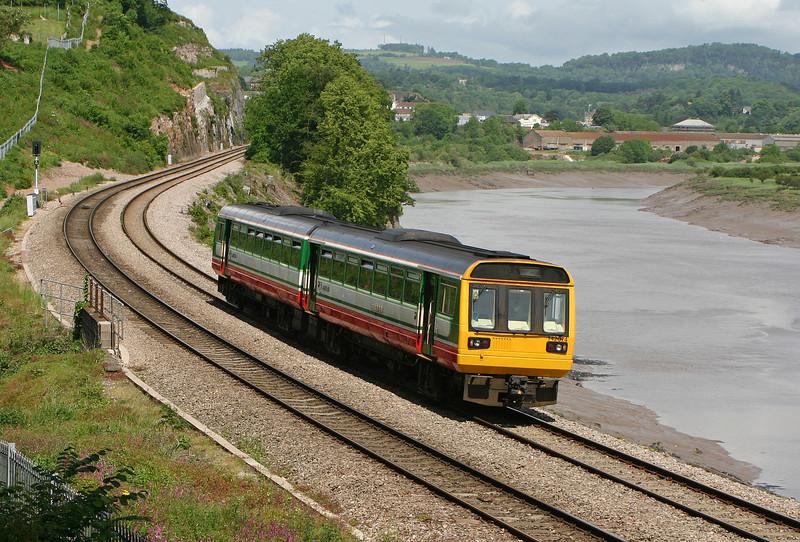 142074, Gloucester-Cardiff Central, Bulwark, Chepstow, 29-5-04.