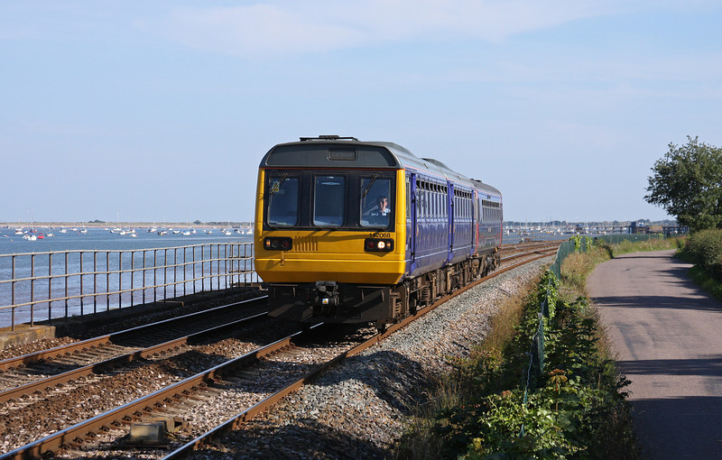 142068/153380, 16.55 Paignton-Exmouth, Powderham, near Starcross, 3-7-11.