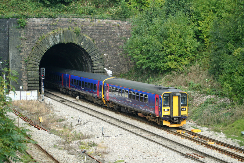 153318/158763, westbound, Highfield Tunnel, Newport, 18-9-08.