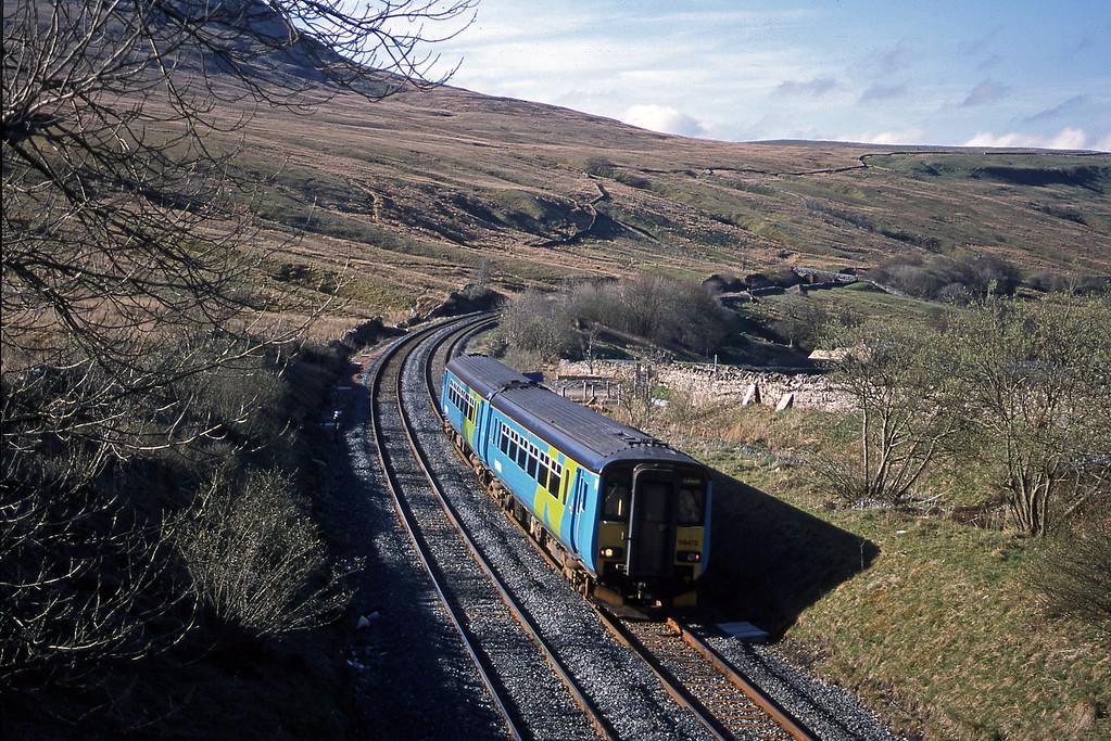 156472, Carlisle-Leeds, Ais Gill, 24-4-02.