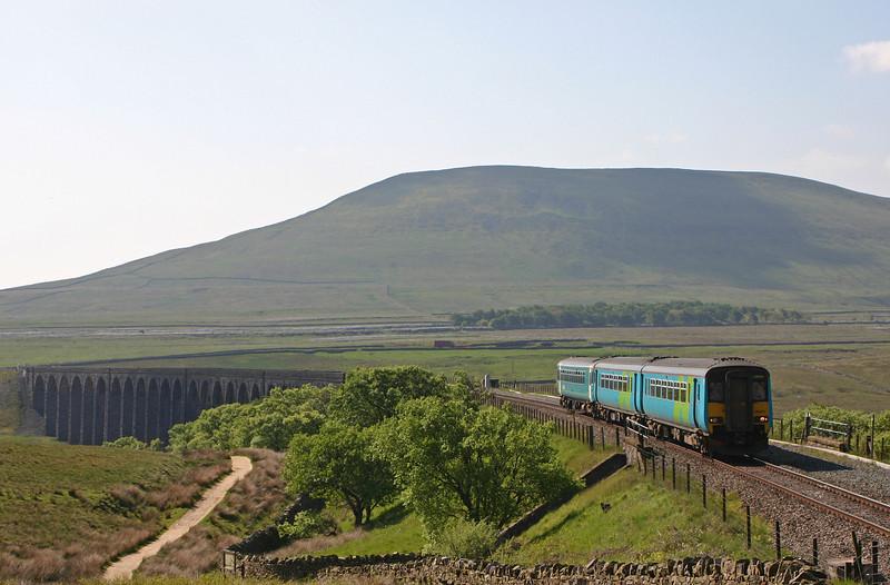 146481/153304, 08.49 Leeds-Carlisle, Ribblehead Viaduct, 27-5-04.