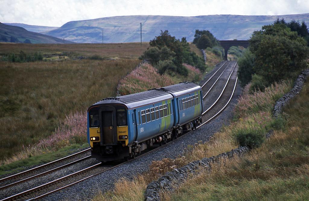 156487, 10.49 Leeds-Carlisle, Ais Gill, 9-9-03.