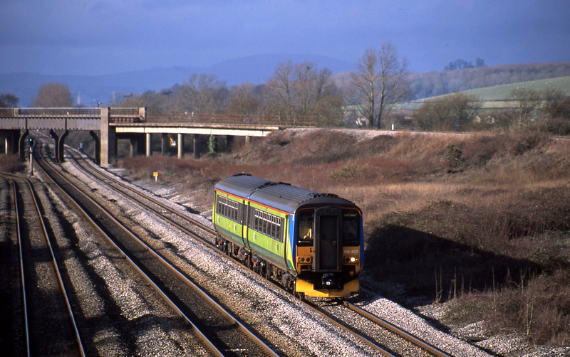 156407, northbound, Llandevenny, near Llanwern, 14-1-03.