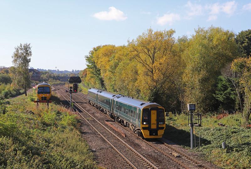 158957, 08.59 Brighton-Great Malvern, Hawkeridge Junction, Westbury, 9-10-18. 165119, stabled.